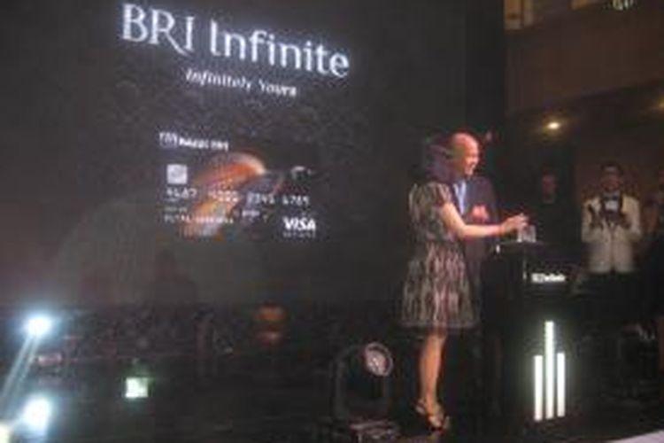 Kartu kredit BRI Infinite dengan ikon cendrawasih. Cendrawasih adalah burung kebanggaan Indonesia. BRI Infinite mengajak penggunanya untuk melestarikan kultur budaya Indonesia yang tumbuh sebagai salah satu kekuatan bangsa.