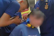 Bocah di China Kalungkan Gembok Sepeda ke Leher Ibunya, Tak Tahu Kode Kombinasi