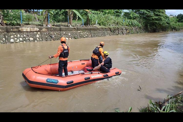 Tim Basarnas Sorong saat melakukan pencarian korban