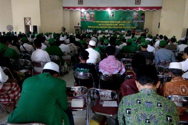 Acara Istigasah Kubro Forum Ulama Kabah (FUK) dan Silaturahmi Ulama-Umara Menyongsong Gubernur Jawa Tengah yang Pro Umat Islam di Gedung Korpri, Jalan Gatot Subroto, No 2A Ungaran, Kabupaten Semarang, Rabu (26/7/2017) sore.
