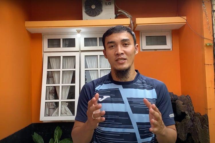 Gunawan Dwi Cahyo berkolaborasi bersama Shopee Liga 1 untuk berbagi tips ngabuburit di rumah selama pandemi virus corona.