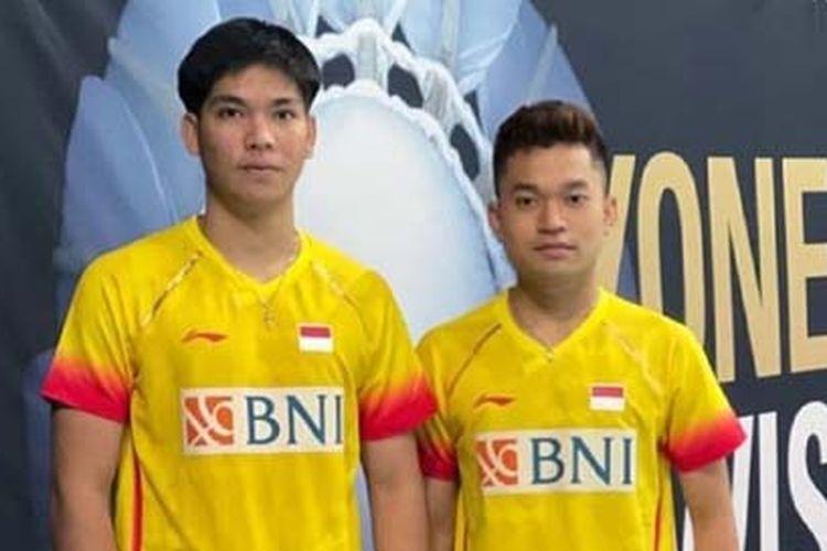Pasangan muda ganda putra Indonesia, Leo Rolly Carnando (kanan)/Daniel Marthin (kiri), seusai tampil pada ajang Swiss Open 2021.