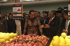 Resmikan Lulu Hypermarket, Jokowi Lihat-lihat Produk Petani Lokal