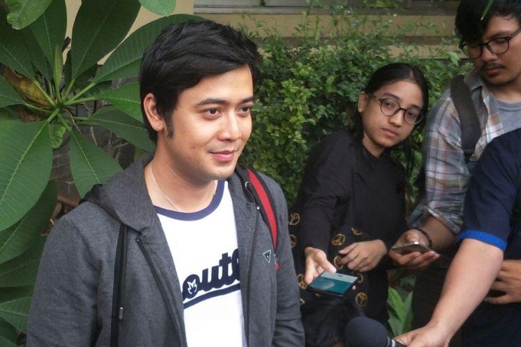 Kriss Hatta setelah menjalani pemeriksaan berkait kasus dugaan pemalsuan dokumen di Polda Metro Jaya, Jakarta Selatan, Senin (2/7/2018).