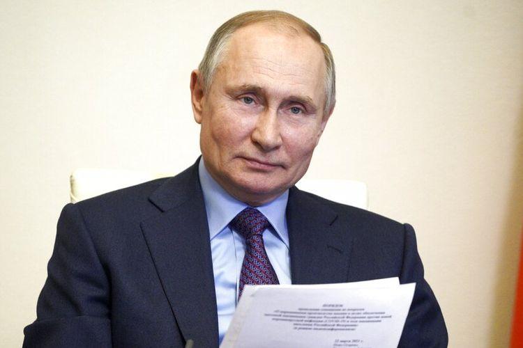 Putin mengumumkan rencana vaksinasinya dalam pertemuan dengan pejabat pemerintah dan pengembang vaksin pada Senin (22/3/2021).