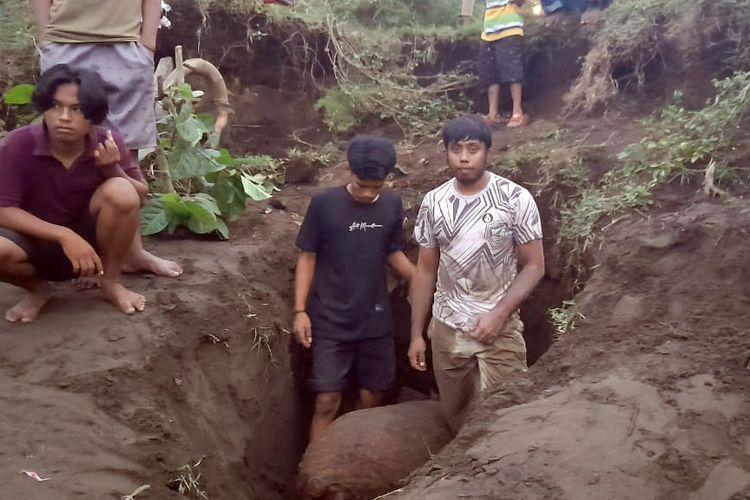 Sebuah bom mortir peninggalan perang dunia II yang ditemukan oleh warga di Desa Towara, Kecamatan Galela Kabupaten Halmahera Utara, Maluku Utara, Jumat (26/3/2021)