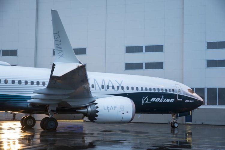 Pesawat pertama seri Boeing 737 MAX 8, diperlihatkan di pabrik perakitan di Renton, Washington, 8 Desember 2015. Pesawat ini merupakan seri terbaru dan populer dengan fitur mesin hemat bahan bakar dan desain sayap yang diperbaharui. *** Local Caption *** Pesawat pertama seri Boeing 737 MAX 8, diperlihatkan di pabrik perakitan di Renton, Washington, 8 Desember 2015. Pesawat ini merupakan seri terbaru dan populer dengan fitur mesin hemat bahan bakar dan desain sayap yang diperbaharui.