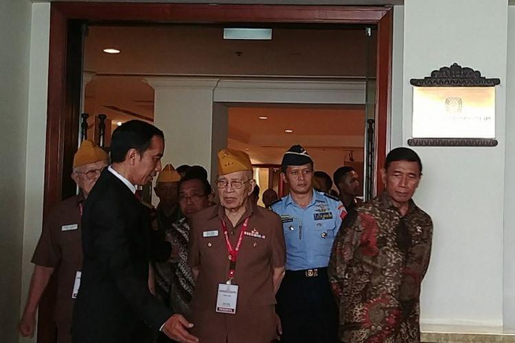 Presiden Jokowi saat menutup Kongres ke XI Legiun Veteran Republik Indonesia (LVRI) di Hotel Borobudur, Jakarta, Kamis (19/10/2017) siang.