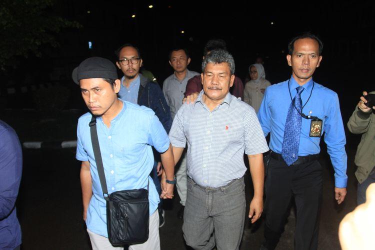 Wakil Bupati Kabupaten OKU Johan Anwar ditahan penyidik Polda Sumsel setelah dilakukan pemeriksaan selama 12 jam, Selasa (14/1/2020). Johan ditahan lantaran diduga kuat melakukan mark up terkait pengadaan lahan kuburan.