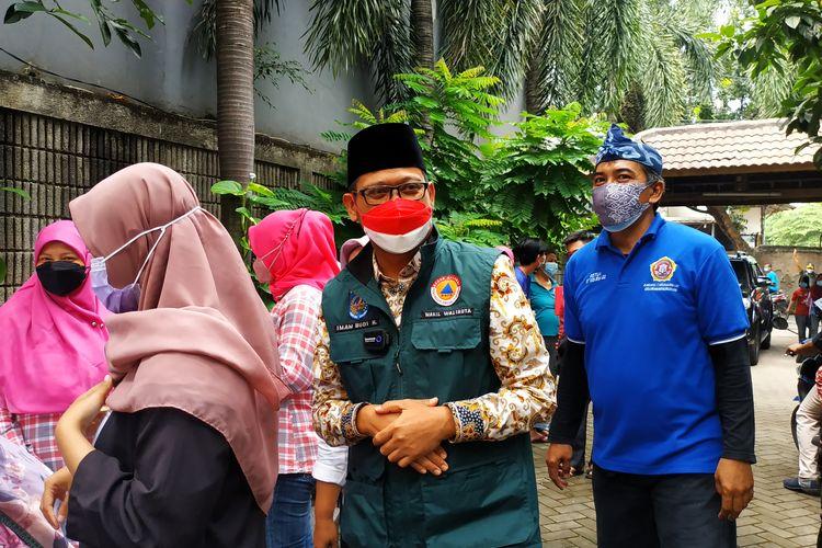 Wakil Wali Kota Depok Imam Budi Hartono mengunjungi sentra vaksinasi Covid-19 di Puri Al Multazam, Kukusan, pada Kamis (23/9/2021).