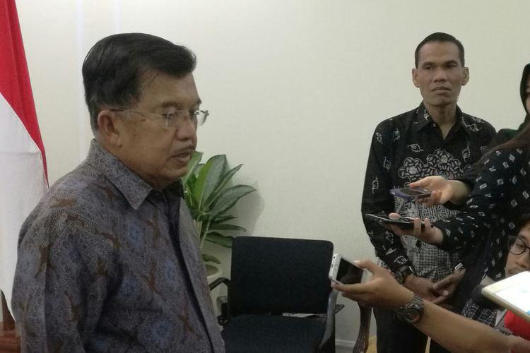 Wakil Presiden Jusuf Kalla di Kantornya, Jakarta, Selasa (14/11/2017)