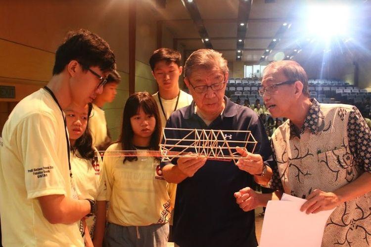 Untar menggelar Lomba Model Jembatan Kayu (LMJK) di kampus 1 Untar, Sabtu (27/4). Ajang LMJK Untar ke-22 ini ditujukan bagi siswa SMA di Jabodetabek dan Jawa Barat.