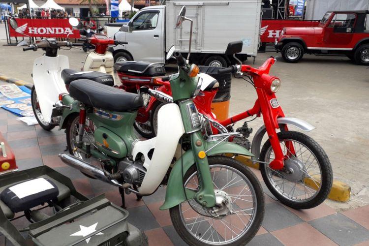 Deretan Honda C70 yang dijual di gelaran Otobursa Tumplek Blek 2018 di Gambir Expo, JIExpo Kemayoran, Jakarta pada penyelenggaraan hari pertama, Sabtu (21/7/2018).