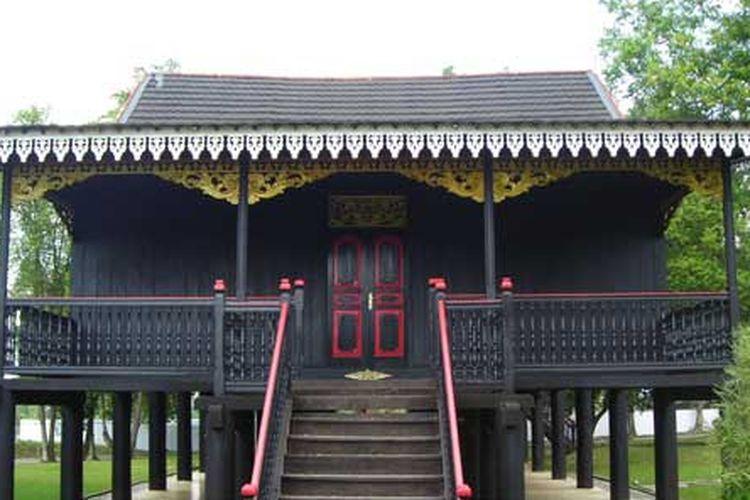 Bentuk Rumah Adat Kajang Lako Provinsi Jambi