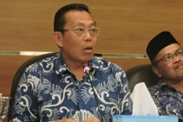 Foto Dok - Bupati Situbondo Dadang Wigiarto (kiri) didampingi Plt Kepala Dinas Kesehatan saat konferensi pers penanganan COVID-19 pada Maret lalu. ANTARA/Novi Husdinariyanto.