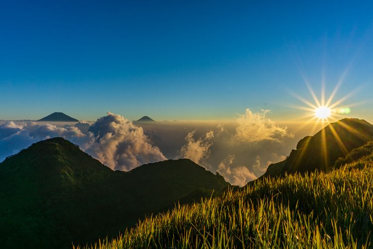 Pemandangan di Puncak Gunung Ungaran.