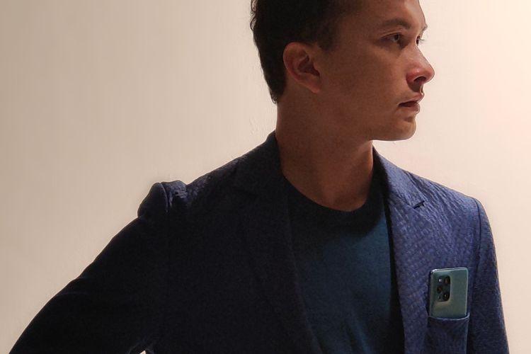 Nicholas Saputra resmi diperkenalkan sebagai brand ambassador OPPO Find X3 Pro 5G.
