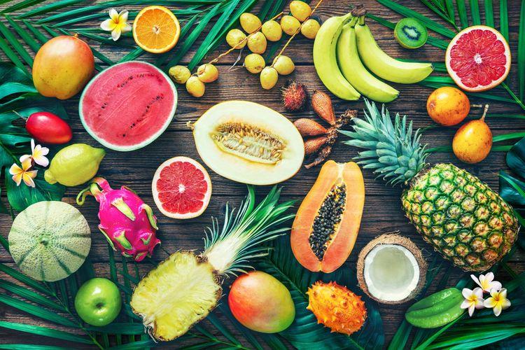 Ilustrasi buah tropis yang ada di Indonesia.