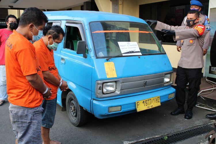 Dua pelaku perampokan sekaligus penyekapan bidan dan perawat di dalam angkot dalam perjalanan Depok-Bogor, ditangkap polisi, Senin (29/6/2020).