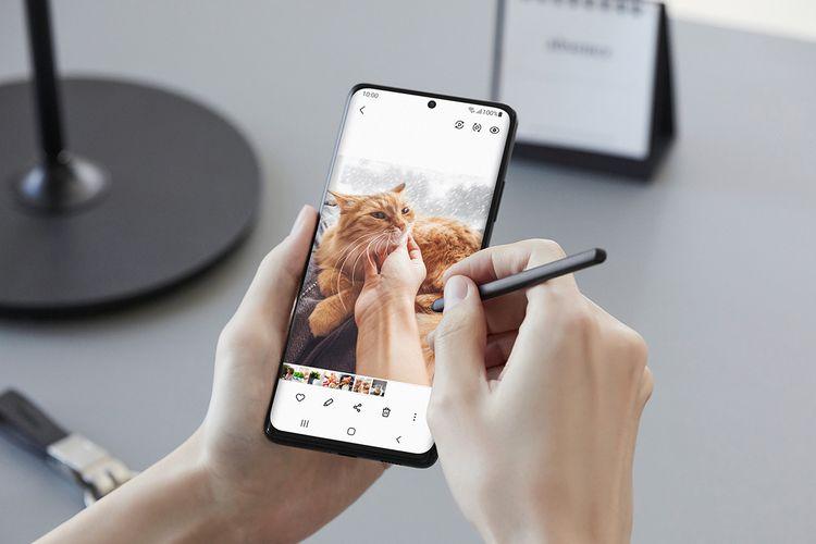 Galaxy S21 Ultra menggunakan S Pen.