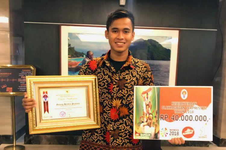 Pebalap Yamaha Indonesia Galang Hendra Pratama jadi salah satu atlet yang meraih penghargaan dari Kementerian Pemuda dan Olahraga pada peringatan Hari Olahraga Nasional 2018 di Ternate, Maluku Utara, Minggu (9/9/2018).