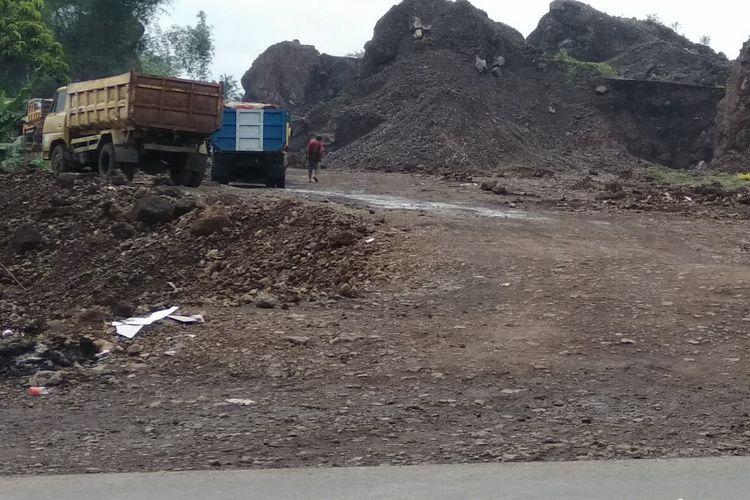 Lokasi salah satu galian pasir ilegal di Jalan Mangkubumi-Indihiang (Mangin) Kota Tasikmalaya, Selasa (8/1/2019)