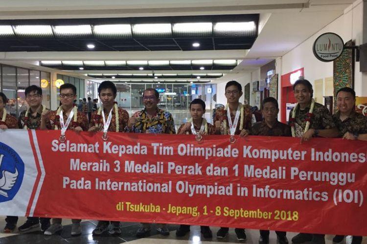 Tim Olimpiade Komputer Indonesia (TOKI) meraih 3 medali perak dan 1 perunggu dalam International Olympiad in Informatics (IOI) ke-30 yang berlangsung di Tsukuba, Jepang (1-8/9/2018).