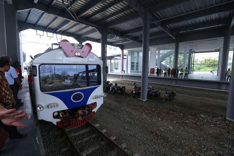 Suasana di Stasiun Batu Ceper, Tangerang, Kamis (23/11/2017). Menteri Perhubungan (Menhub) Budi Karya Sumadi meninjau pengoperasian kereta api (KA) Bandara Soekarno Hatta sebelum beroperasi pada awal bulan Desember 2017 mendatang.
