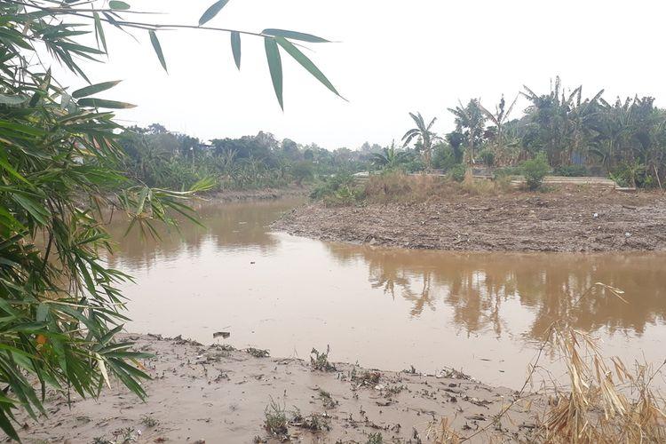 Sungai Ciliwung yang berdampingan langsung dengab wilayah RT 06, RW 011, Kelurahan Cililitan, Kecamatan Kramat Jati, Jakarta Timur, Rabu (9/10/2019).