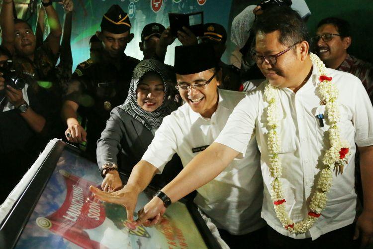 Menkominfo datang langsung untuk meresmikan program Smart Kampung Banyuwangi didampingi Bupati Banyuwangi Abdullah Azwar Anas.