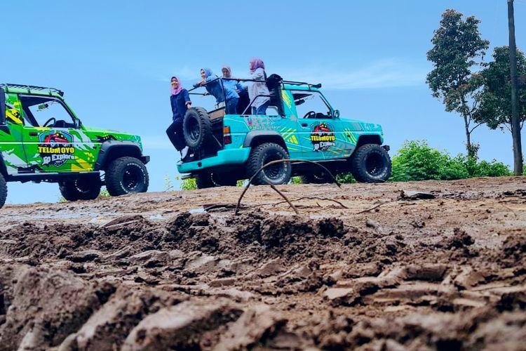Paket wisata jeep yang disediakan oleh Pemilik Awang Awang Sky View di Kabupaten Magelang, Jawa Tengah.