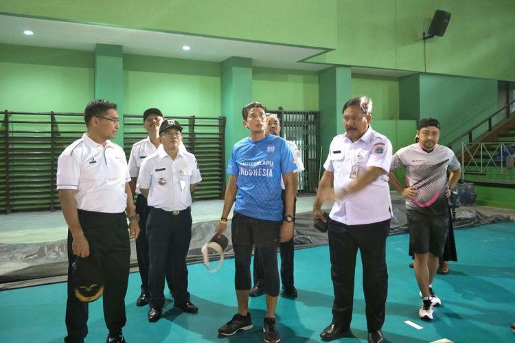Wakil Gubernur DKI Jakarta Sandiaga Uno mengecek kesiapan GOR Bulungan sebagai tempat latihan atlet Asian Games 2018, Rabu (4/4/2018).