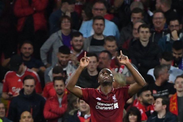 Gaya selebrasi Daniel Sturridge seusai mencetak gol pada laga Liverpool vs PSG dalam hari pertama Liga Champions di Stadion Anfield, 18 September 2018.