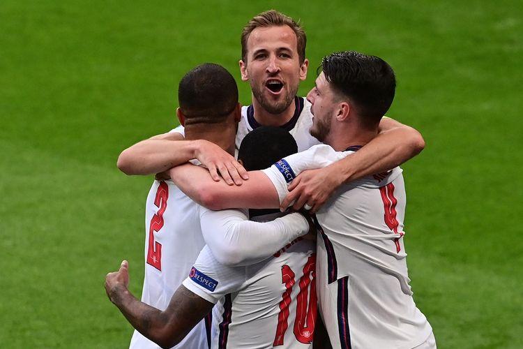 Skuad Inggris merayakan gol ke gawang Republik Ceko pada laga pamungkas Grup D di Stadion Wembley, London, Rabu (23/6/2021) dini hari WIB.