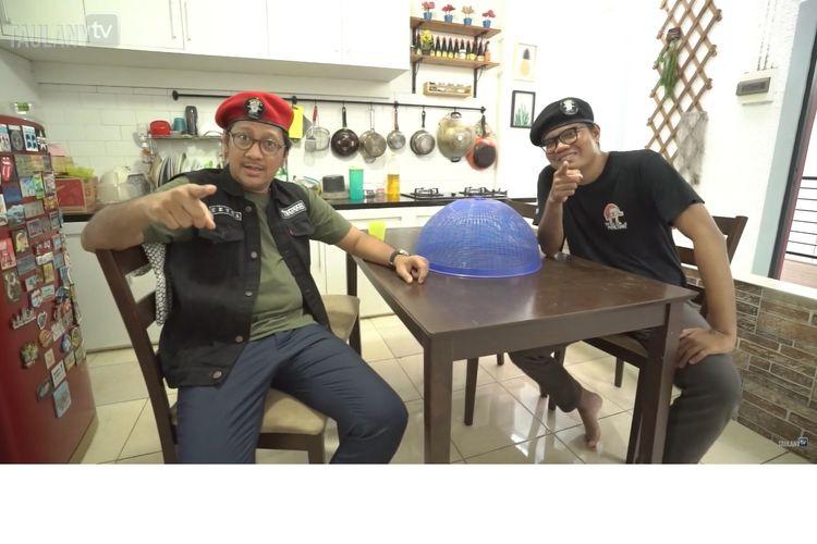 Andre Taulany berjanji akan membelikan meja makan sebagai kado ulang tahun Soleh Solihun. Mantan vokalis band Stinky tersebut cukup kaget setelah melihat meja makan kecil milik Soleh.