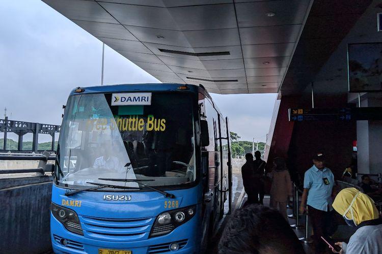 Shuttle Bus Bandara Soekarno-Hatta yang dikelola Damri, Selasa (7/1/2020)