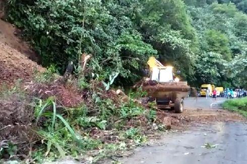 Material Longsor Sudah Dibersihkan, Jalan Padang-Solok Kembali Lancar