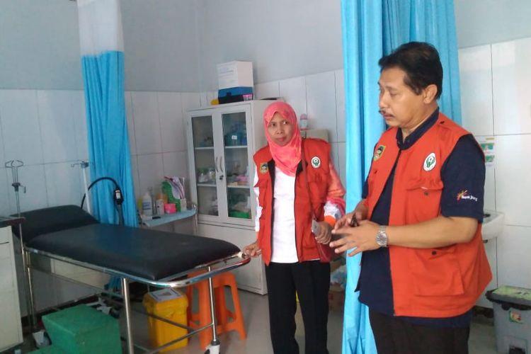 Kepala Dinkes Banyumas Sadiyanto mengecek kesiapan IGD Puskesmas Banyumas, Jawa Tengah, Jumat (31/5/2019).