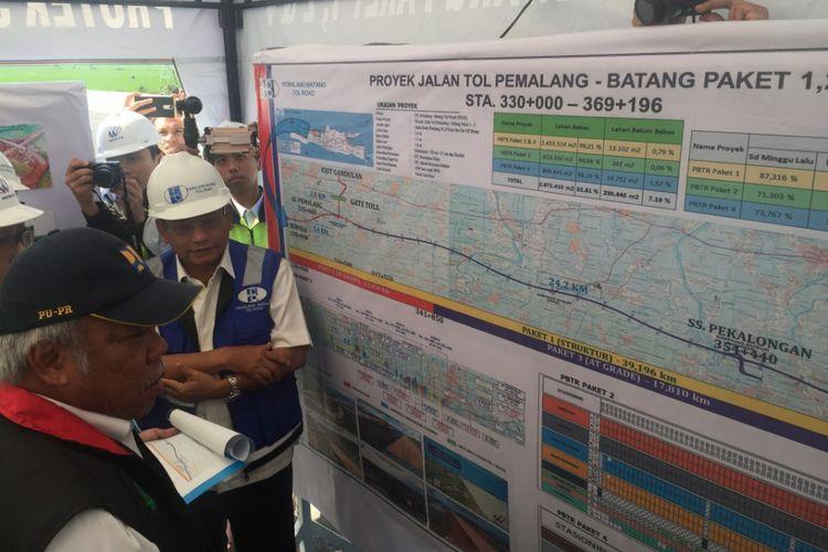 Menteri Pekerjaan Umum dan Perumahan Rakyat Basuki Hadimuljono saat memantau pekerjaan pada proyek Tol Pemalang-Batang, Sabtu (26/5/2018).