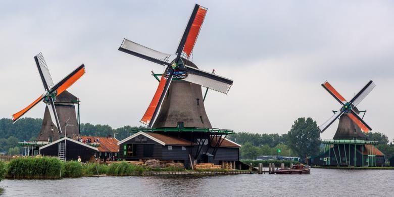 Holland Scholarship juga mendukung 768 mahasiswa Belanda untuk mendapatkan bantuan biaya untuk kuliah, magang atau melakukan riset di negara di luar area Ekonomi Eropa selama minimal tiga bulan.