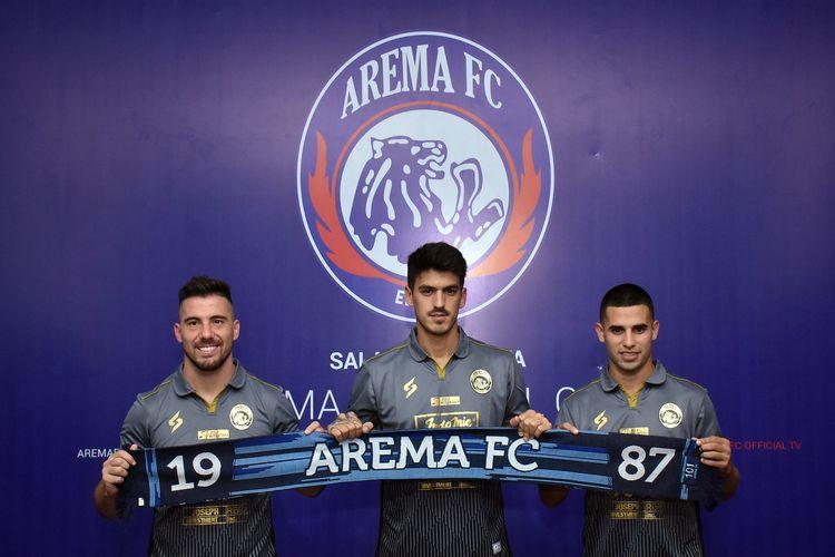 Ketiga pemain asing Arema FC asal Amerika Latin untuk musim 2020 Jonathan Bauman, Matias Malvino dan Elias Alderete resmi dikenalkan manajemen di Kantor Arema FC pada Kamis (30/01/2020) siang.