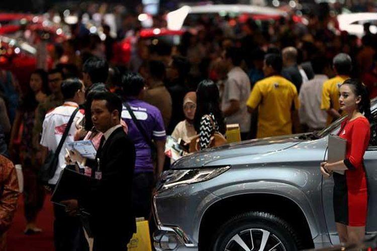Suasana pameran GAIKINDO Indonesia International Auto Show (GIIAS) 2016 di Indonesia Convention Exhibition (ICE), BSD City, Tangerang, Banten, Kamis (11/8/2016). GIIAS 2016 akan berlangsung hingga 21 Agustus 2016.