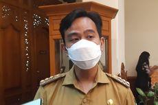 GIbran Pecat Sopir Bus BST Solo yang Serempet KA Batara Kresna di Solo