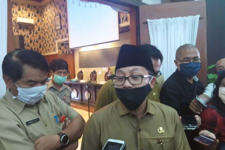Wali Kota Malang, Sutiaji usai rapat koordinasi dengan tokoh agama terkait Perwal PSBB di Balai Kota Malang, Selasa (12/5/2020).