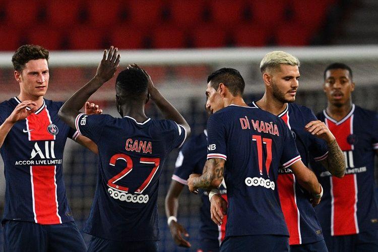 Para pemain Paris Saint-Germain merayakan kemenangan mereka atas Metz pada laga lanjuta Ligue 1 2020-2021 di Stadion Parc des Princes, Rabu (16/9/2020) atau Kamis dini hari WIB.
