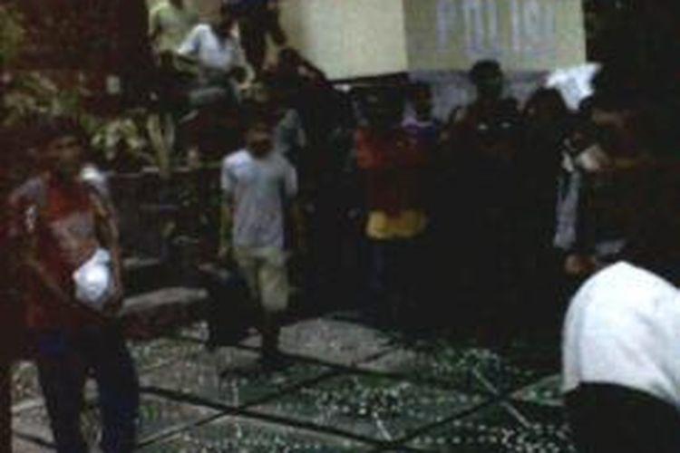 24 orang TKI  ilegal yang akan berangkat ke Malaysia langsung dimankan ke Pos Polisi KP3 laut Tenau Kupang