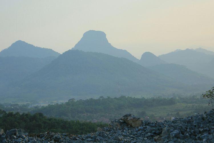 Pegiat lingkungan mengusulkan Pegunungan Sanggabuana di Kabupaten Karawang, Jawa Barat, menjadi kawasan suaka margasatwa.