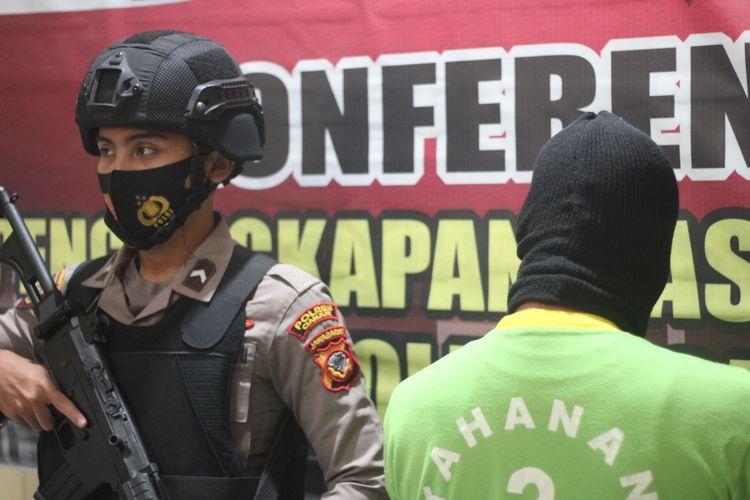DD (44), oknum guru di Kabupaten Cianjur, Jawa Barat, harus mempertanggungjawabkan perbuatannya yang diduga telah mencabuli sembilan orang siswa.