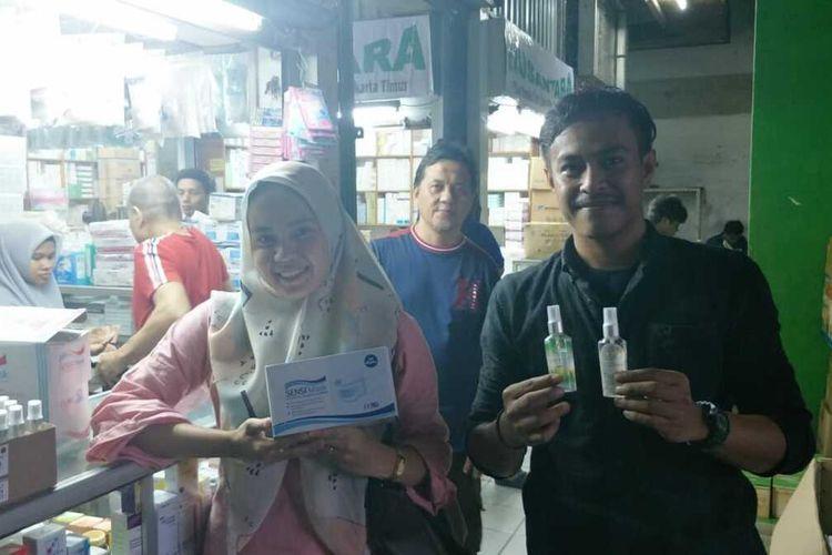 Para penjual perlengkapan medis di Pasar Pramuka, Matraman, Jakarta Timur, Kamis (13/2/2020).