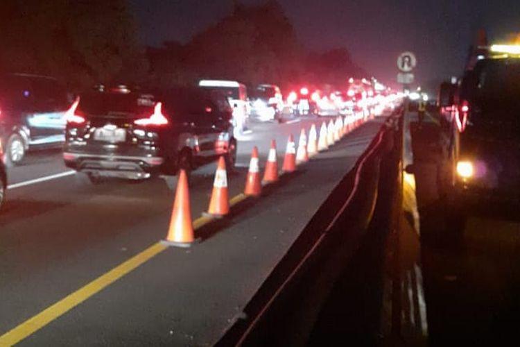 Contraflow Puncak Arus Balik di Tol Jakarta-Cikampek Diperpanjang, Minggu (2/8/2020).